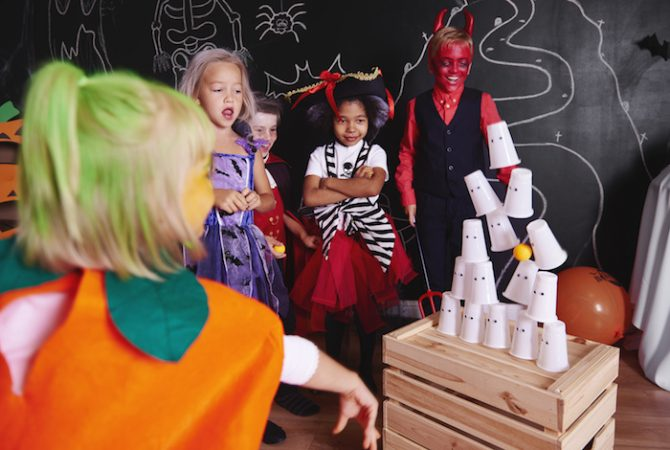 Halloween game : can knock down