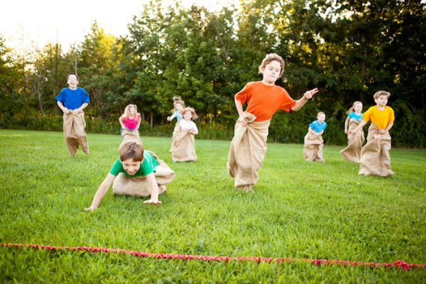 sack race : classic kids party game