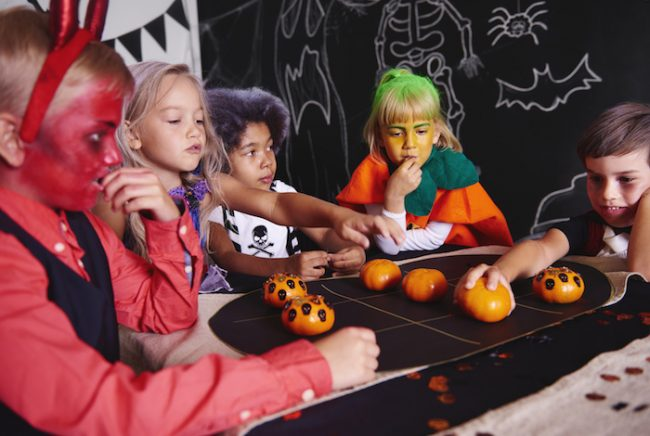 Tic-tac-toe Halloween game for kids party